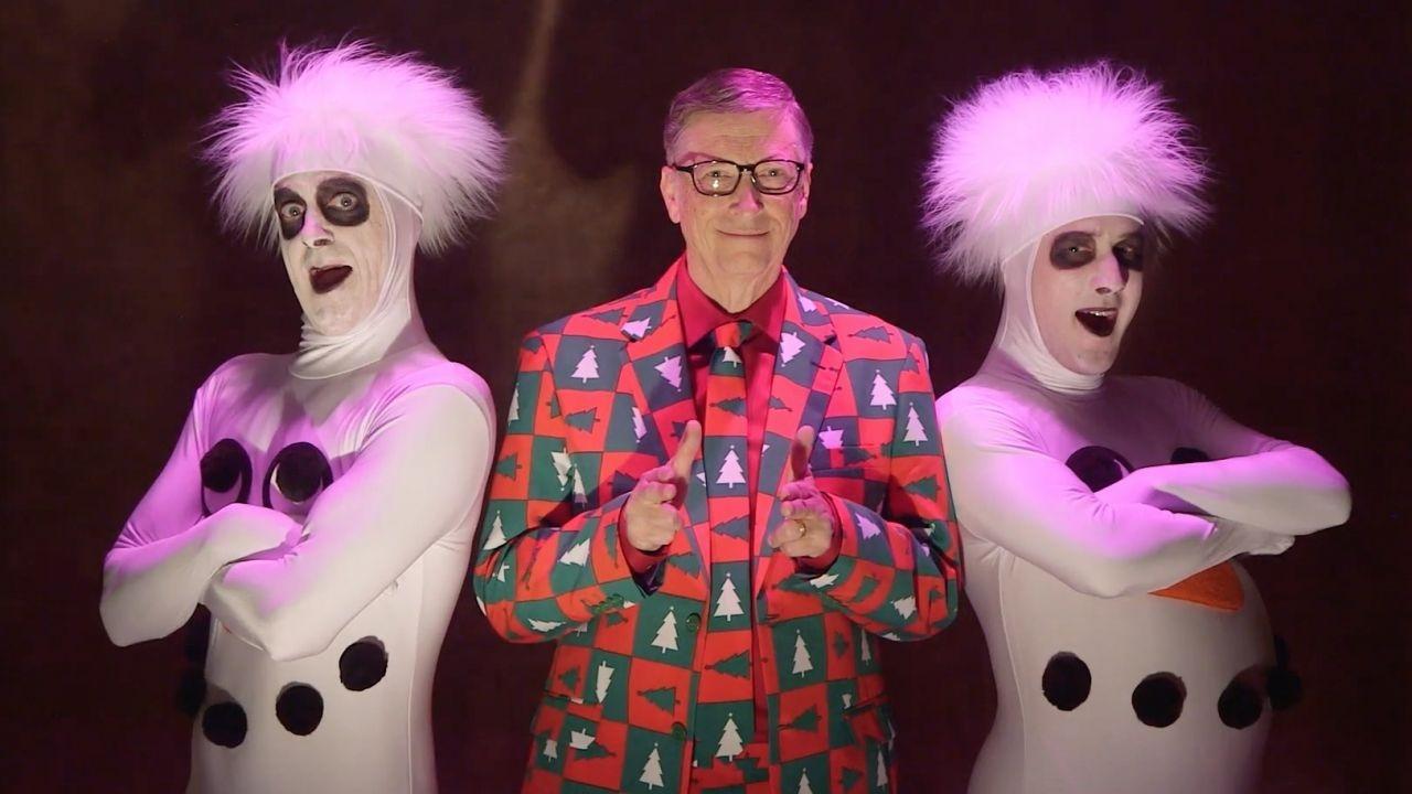 Bill Gates spoofs SNL David Pumpkins skit - YouTube