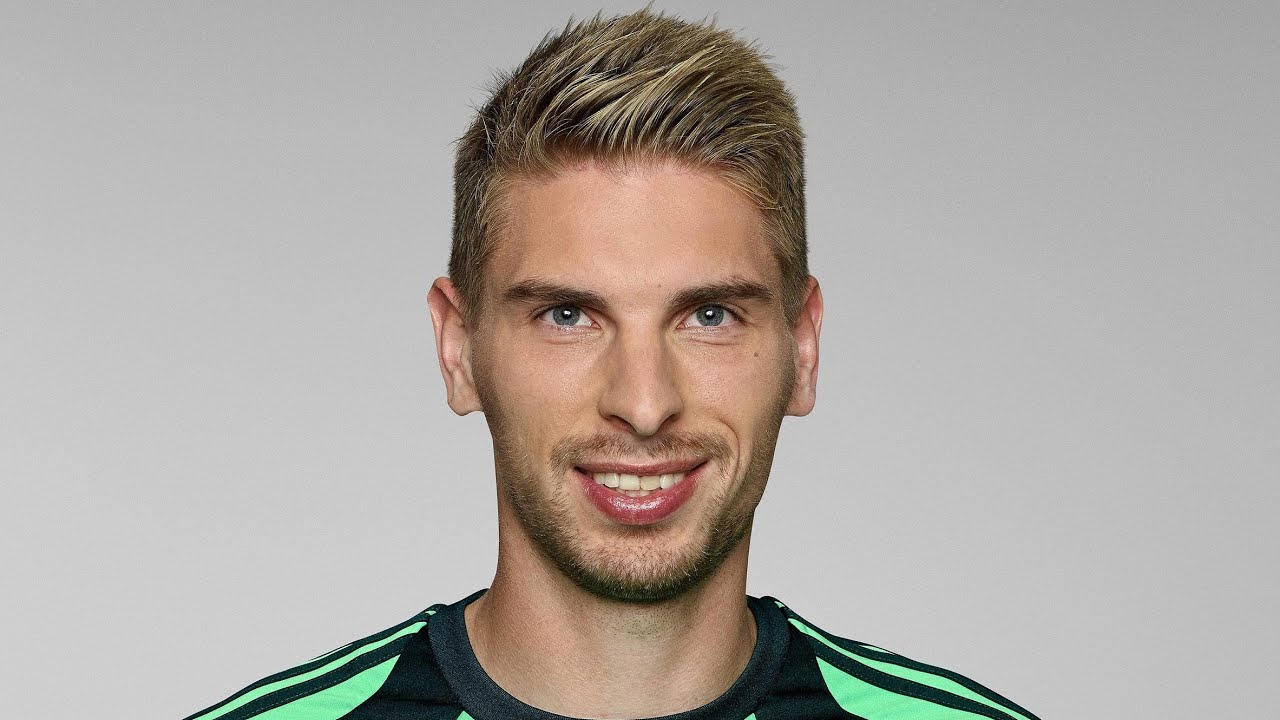 The 29-year old son of father (?) and mother(?) Ron-Robert Zieler in 2018 photo. Ron-Robert Zieler earned a  million dollar salary - leaving the net worth at 8 million in 2018