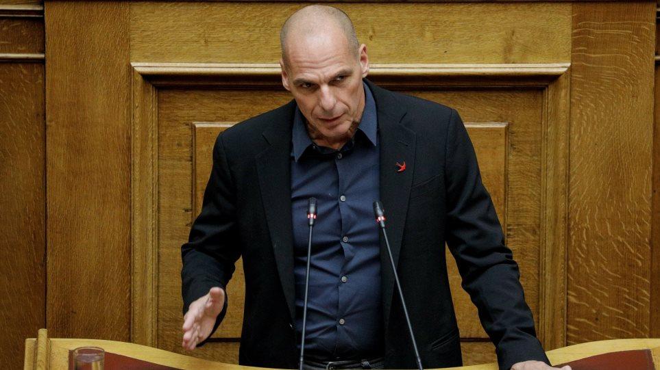 «Κόντρα» Βαρουφάκη - Ντόρας στη Βουλή: «Την αγένειά σας θα ...