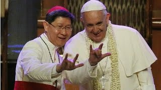 Satanic Horns Hand Sign Thrown Up by Pope Francis ¿