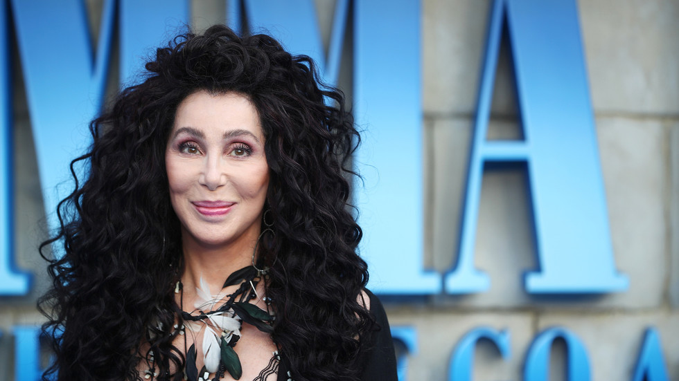 Cher says she hopes 'ground opens' under Trump and 'we ...