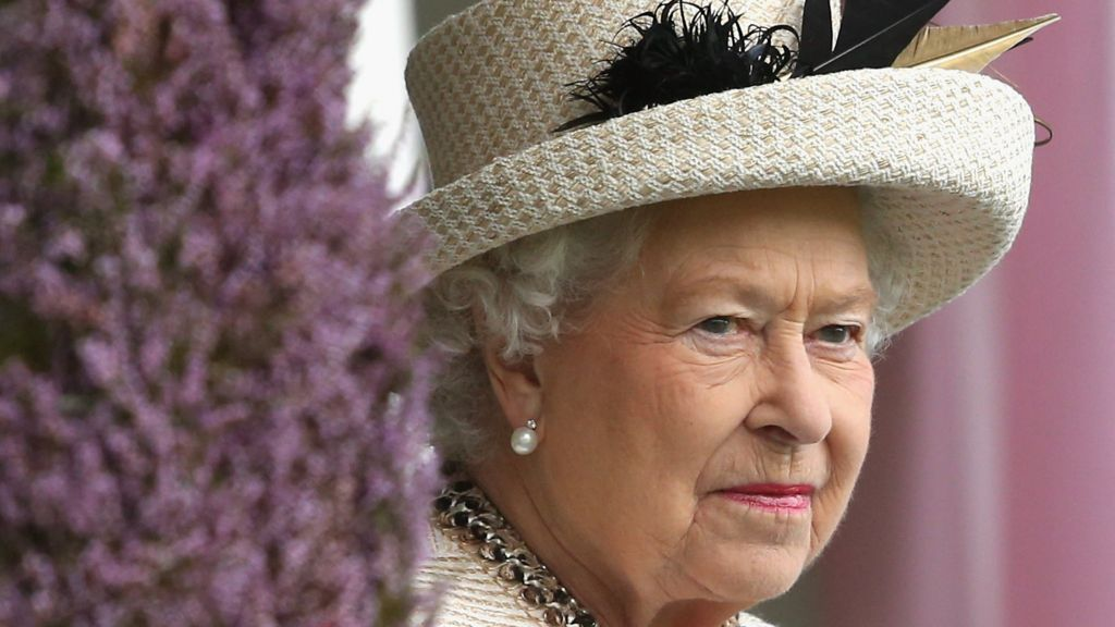 Scottish referendum: Queen urges referendum 'respect ...