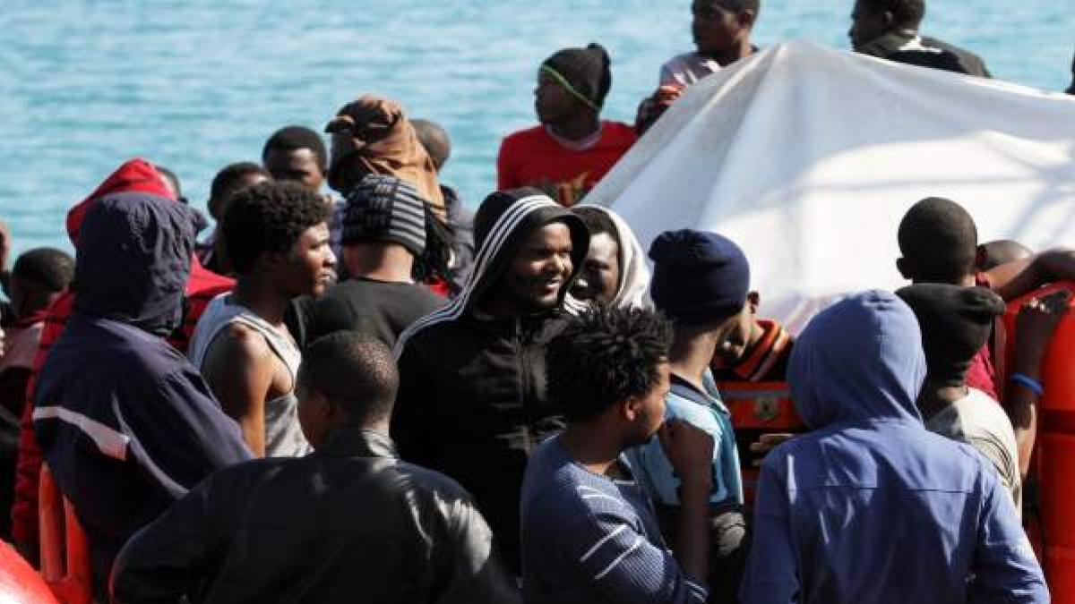 La llegada de migrantes a las costas canarias cae en 2017 ...