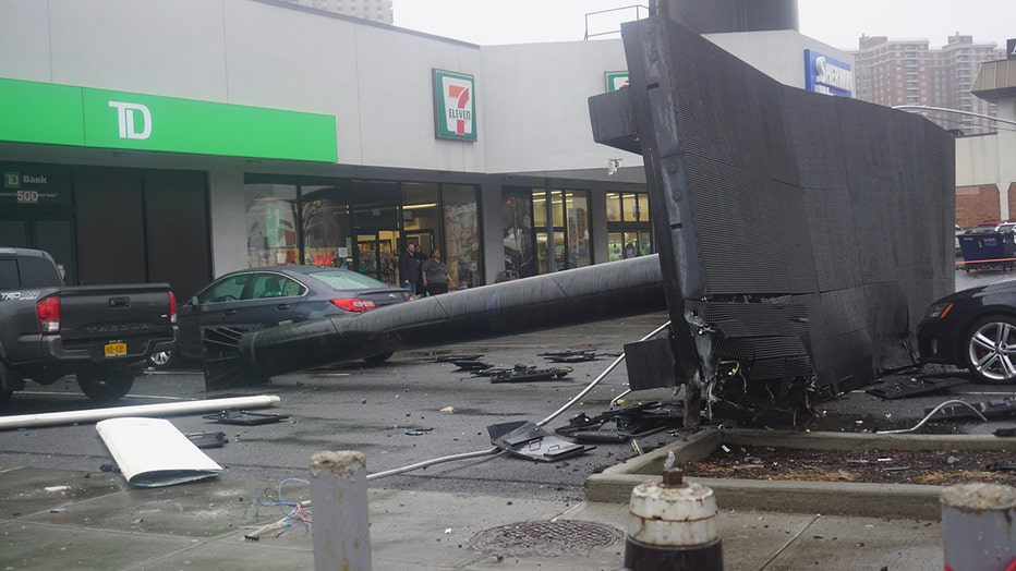 Recently installed wind turbine collapses in the Bronx ...