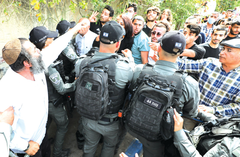 SECURITY FORCES clash with protesters in Sheikh Jarrah ...