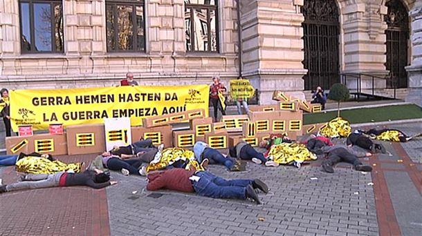 Protesta de Greenpeace, Intermon-Oxfam y Ongi Etorri ...