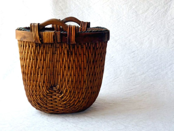 Egyptian gathering basket reed basket with wooden handles