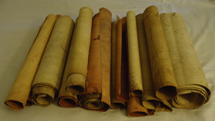 "Scribal traditions of ""ancient"" Hebrew scrolls"