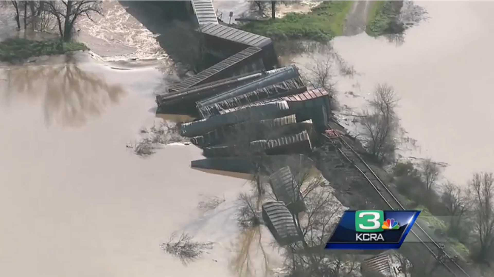 Freight train derails in N. California - KOBI-TV NBC5 ...