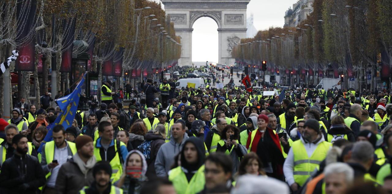 GILETS JAUNES PARIS MANIFESTATION | Le Savoir Perdu Des ...