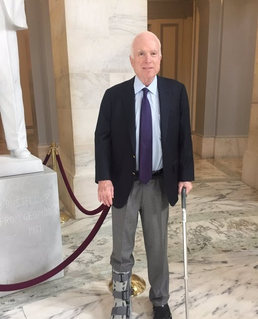 "John McCain's ""Medical Boot"" Mysteriously Swaps Sides ..."