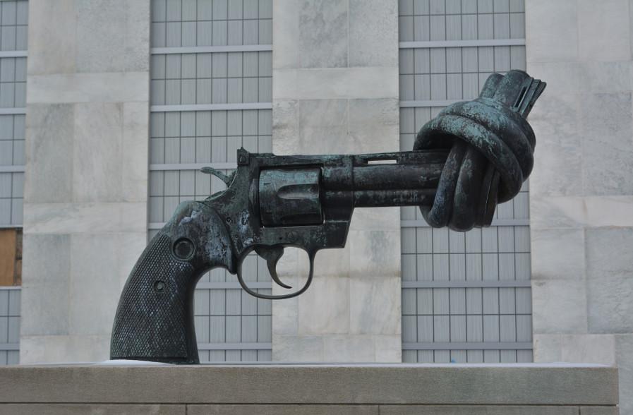 Meno armi, più ospedali — Liberacittadinanza