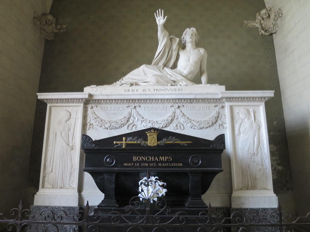 Tombeau de Bonchamps, Sculpture de David d'Angers - Eglise ...
