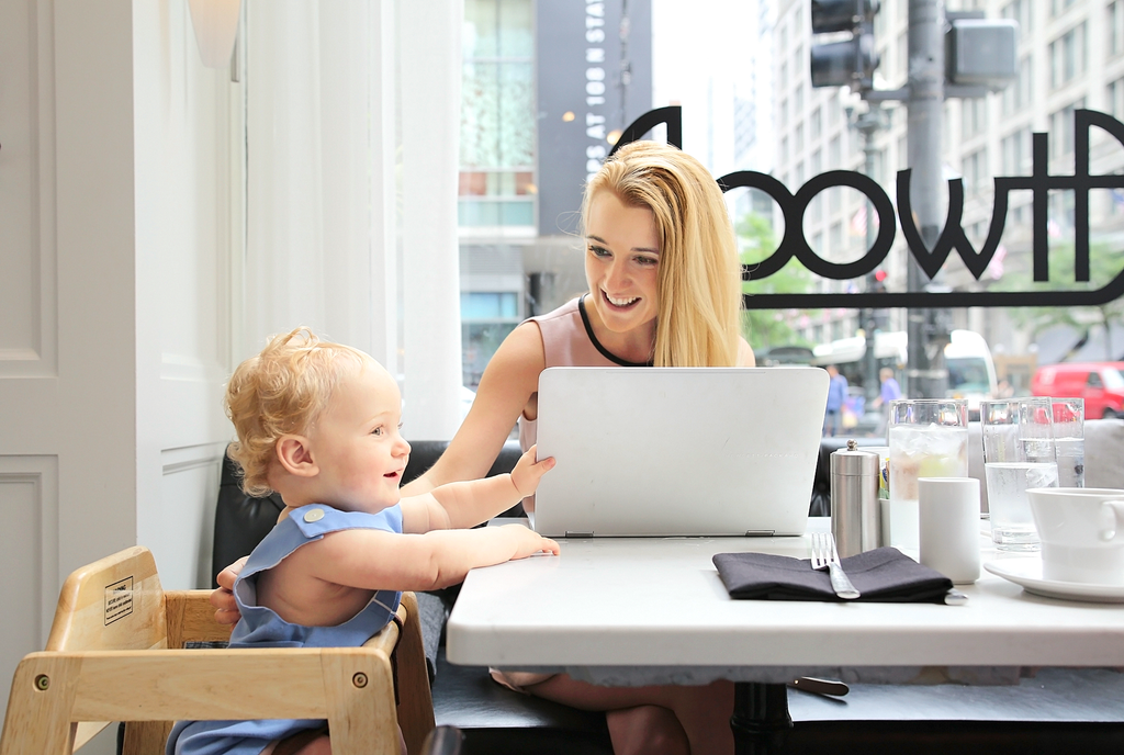 How Working Mothers Can Ask For a More Flexible Work ...