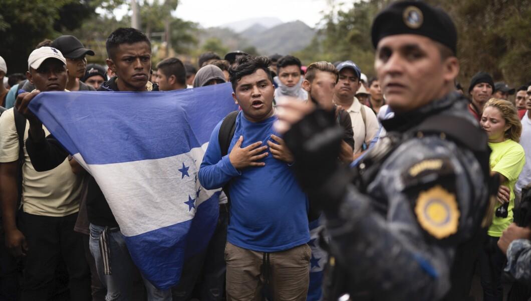 US ICE agents and Guatemalan police bus caravan members back to Honduras…