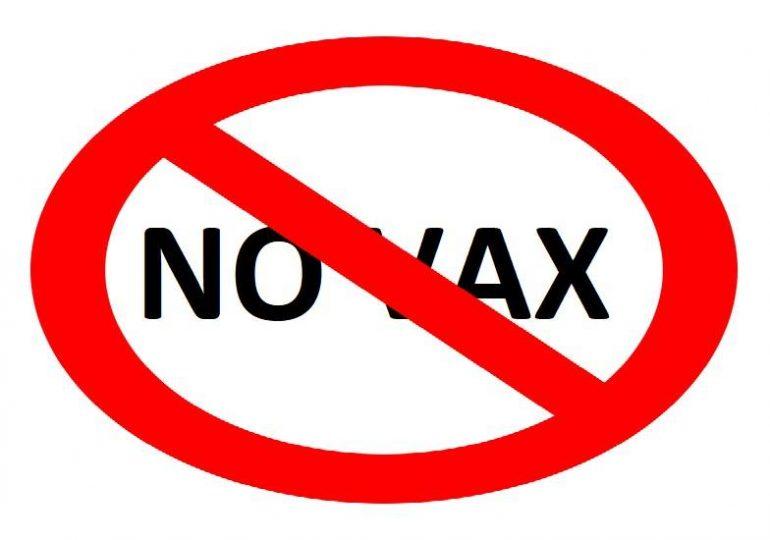 USA, sospesa infermiera 'no vax' per un post social ...