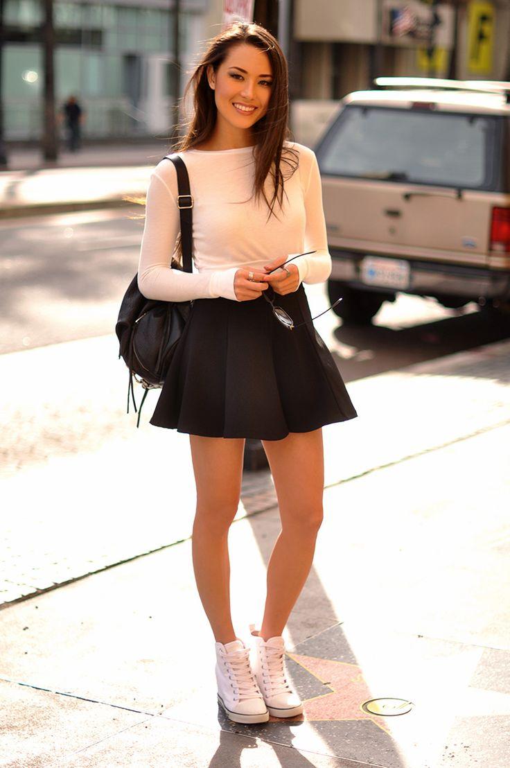 LA street style fashion - keep smiling beauty girl in ...