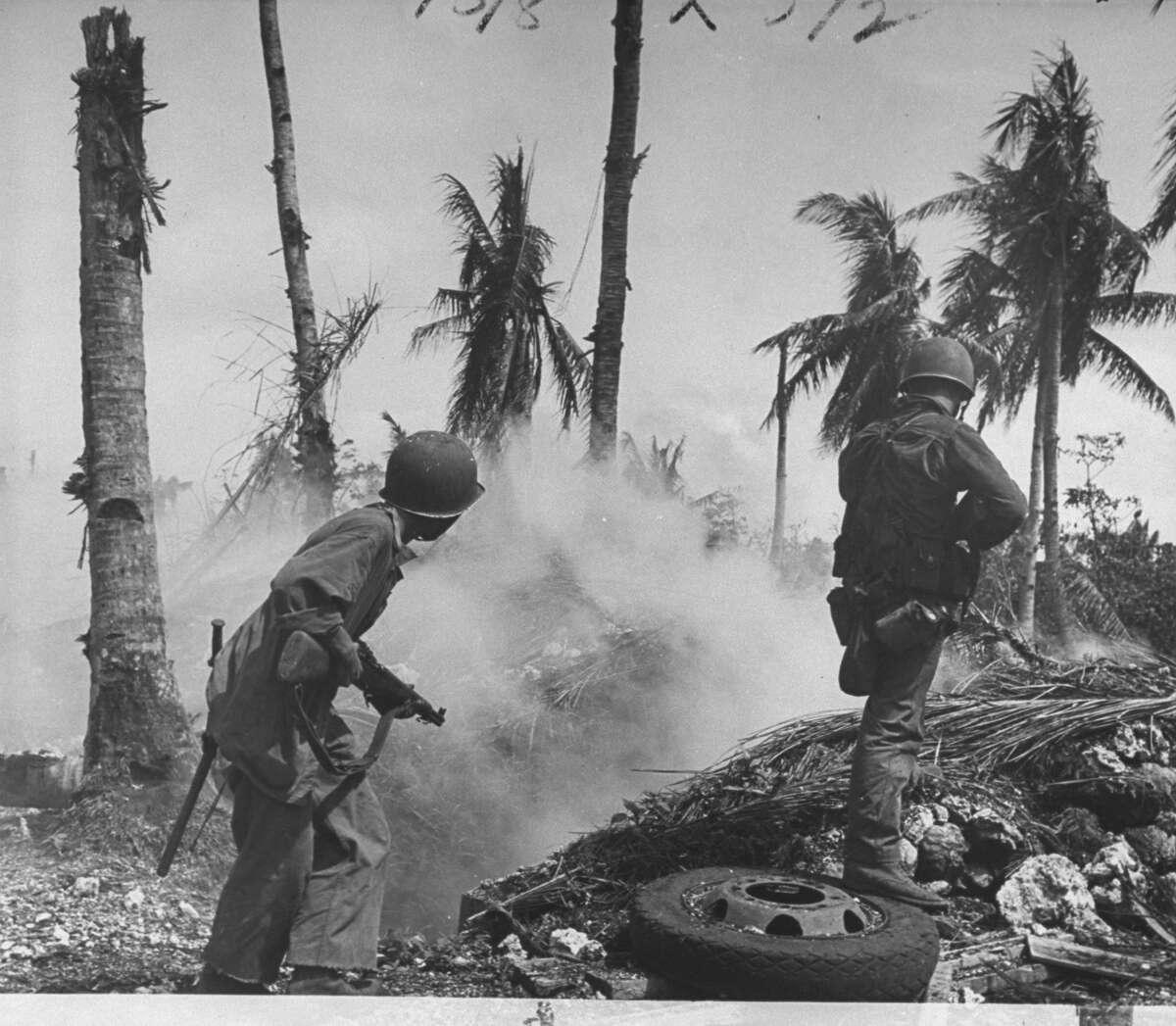 Historic WWII photos show gritty U.S. Marine struggle over Guam