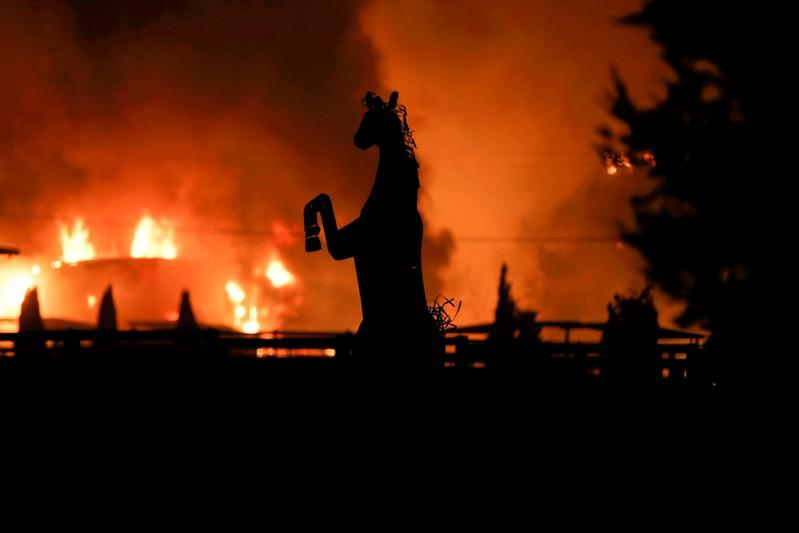 UPDATES - Celebrities flee, multimillion-dollar homes burn in Los Angeles wildfire plus MORE ?u=https%3A%2F%2Fs.yimg.com%2Flo%2Fapi%2Fres%2F1.2%2FDFyjpSjfVNS8020ugv11Zg--%2FYXBwaWQ9YXBlY21lZGlhO3NtPTE7dz03OTk7aD01MzM-%2Fhttps%3A%2F%2Fmedia.zenfs.com%2Fen-US%2Freuters