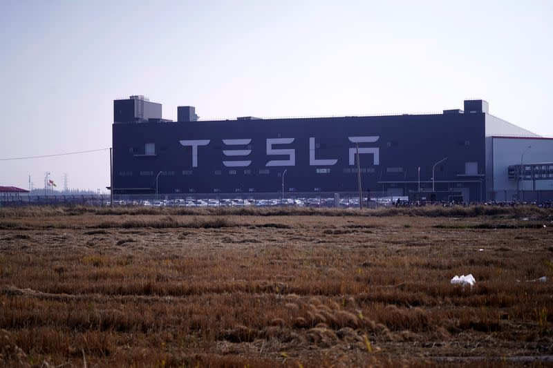 Tesla secures $1.29 billion loan from Chinese banks for Shanghai factory…