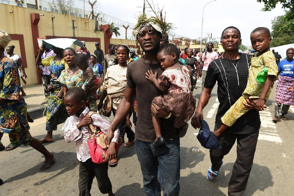Nigerians protest eviction in drive to clear shanties