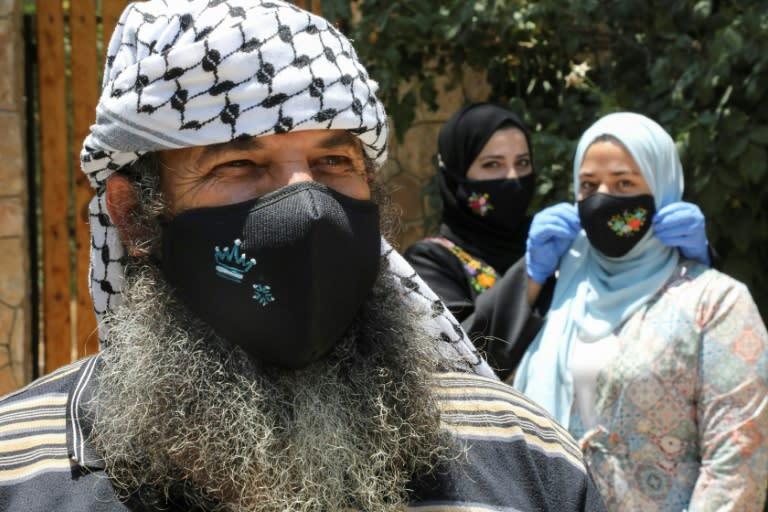 Palestinians seek closure of West Bank crossings to curb virus