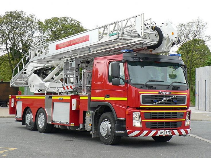 Fire Engines Photos - Merseyside FRS - Rechassied CPL