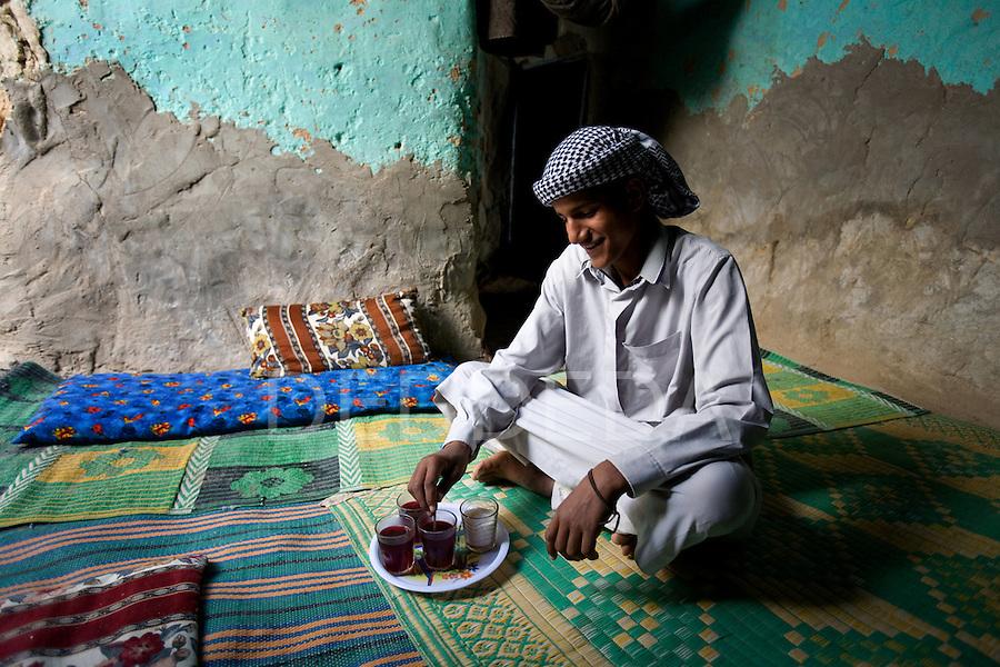 Siwa Oasis Egypt Man Tea | Photography by DEDDEDA