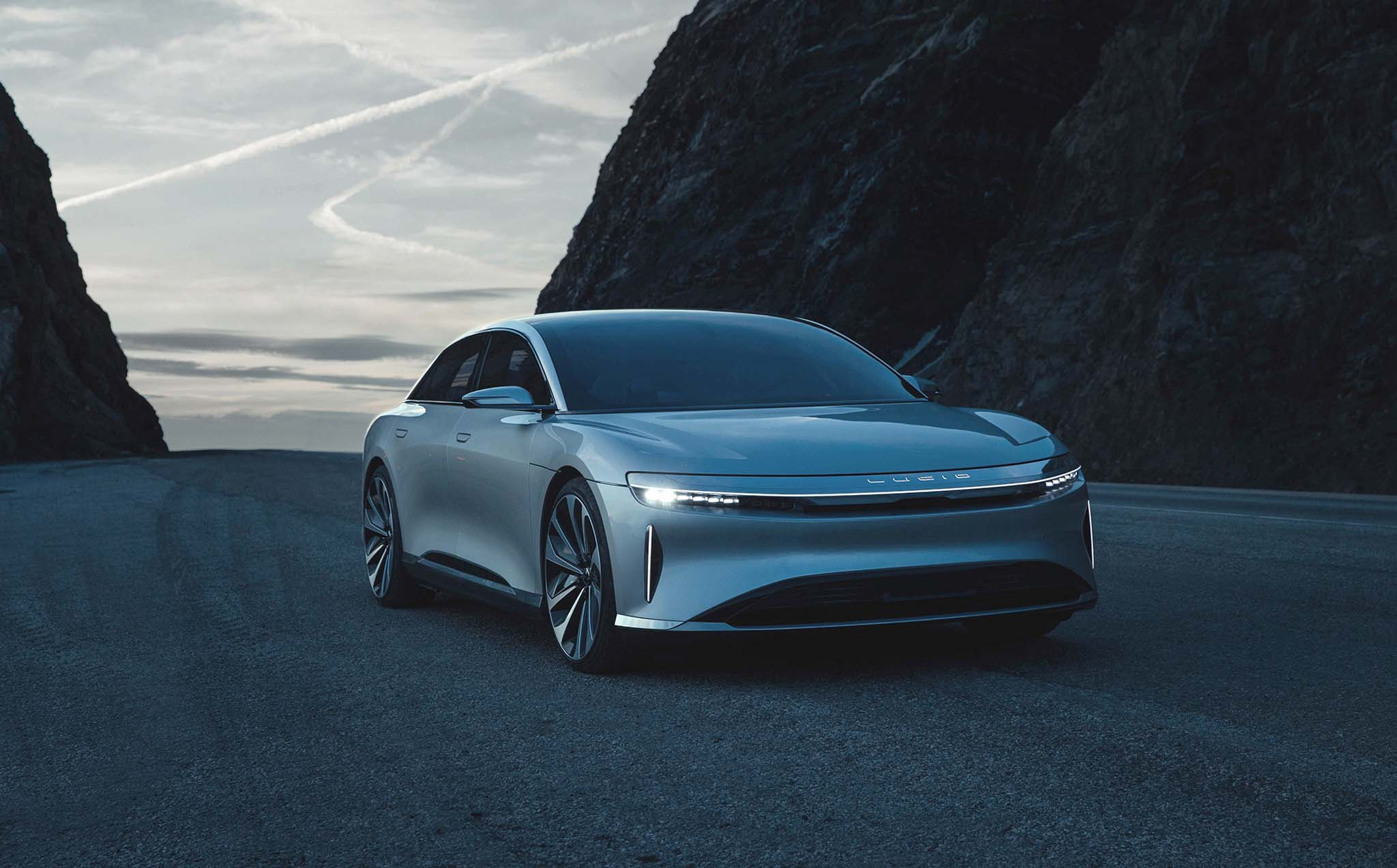 Lucid Air Sedan Hits 235 MPH in New Video | Automobile ...