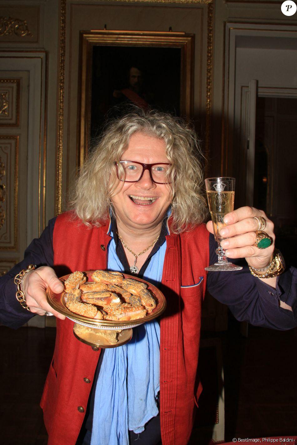 Exclusif - Pierre-Jean Chalençon fait sa cuisine au palais ...