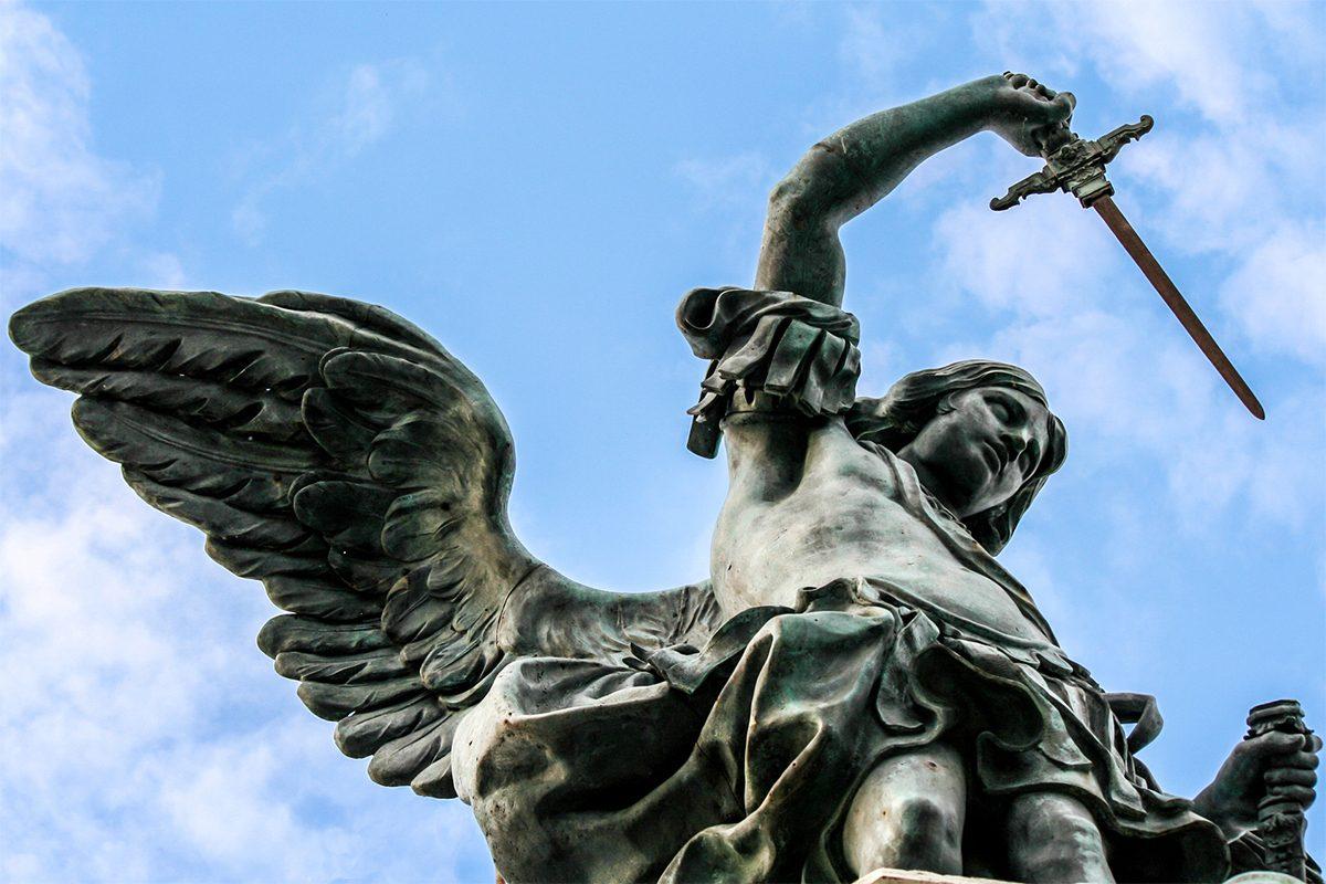 Castel Sant'Angelo e il ponte di Roma tra storia ed eterno