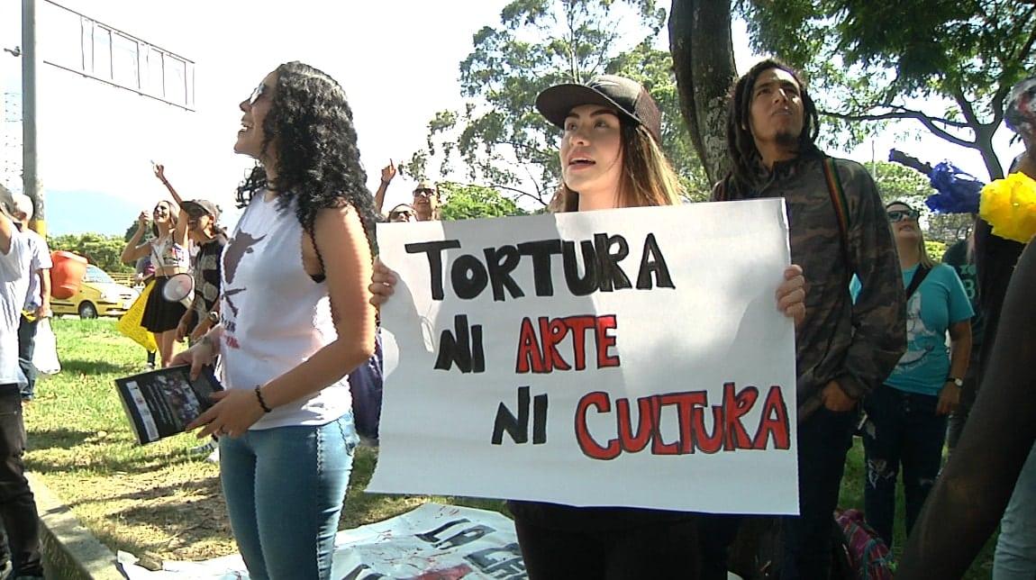 Antitaurinos protestaron pacíficamente en contra de ...