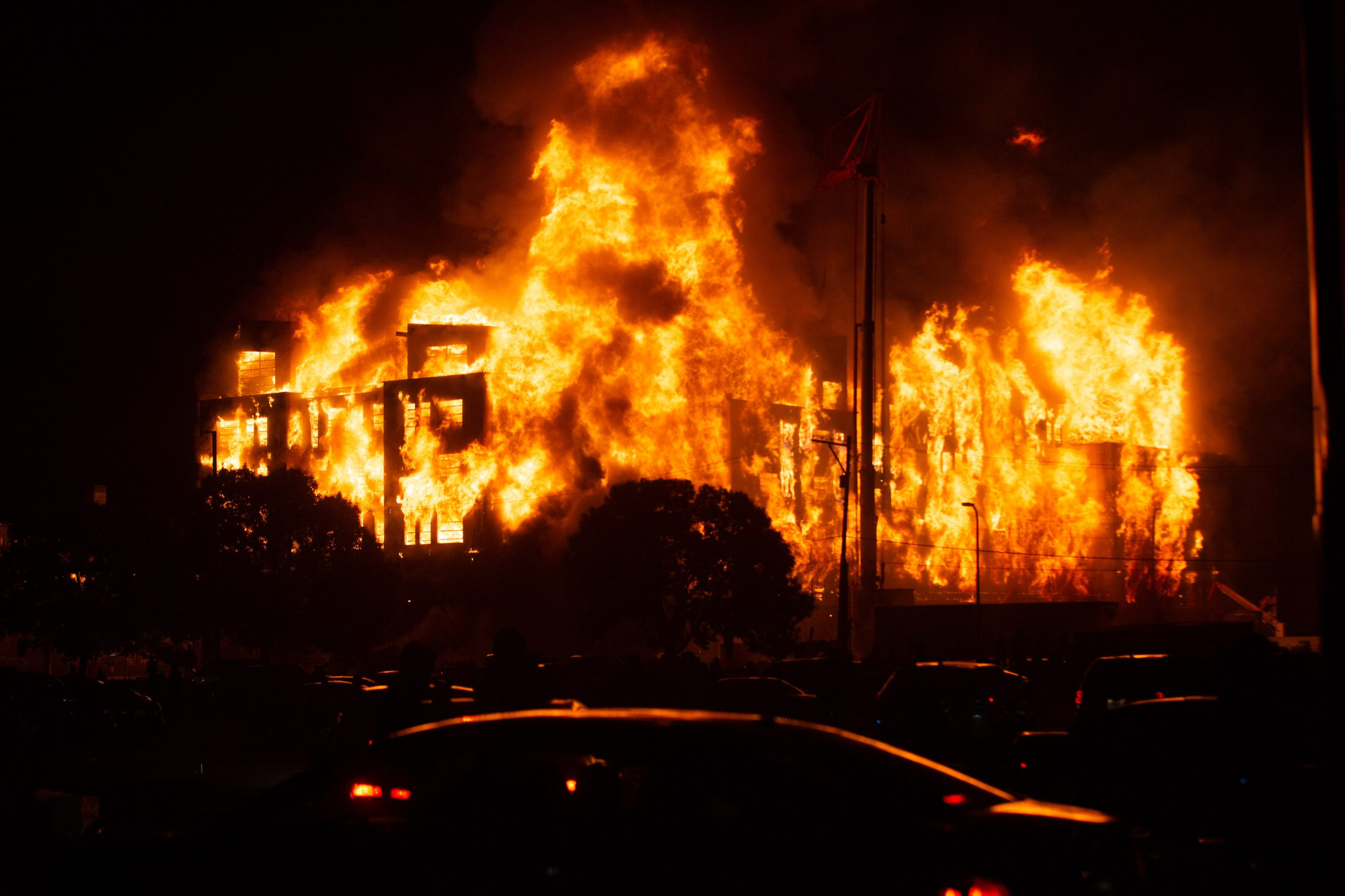 VIDEO: Fires blaze and looters rampage during second night ...