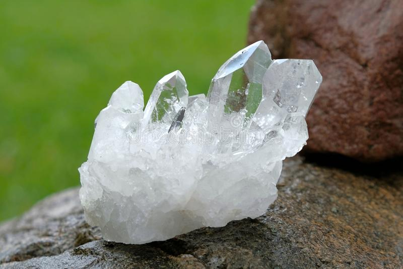 Cristal de quartzo imagem de stock. Imagem de pontos, novo ...