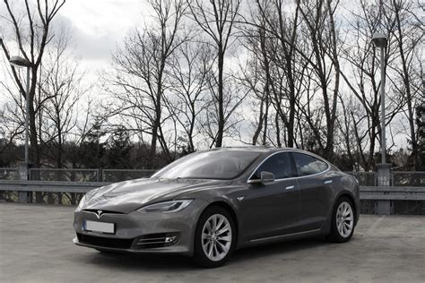 Briefing: Parked Tesla catches fire in Shanghai · TechNode