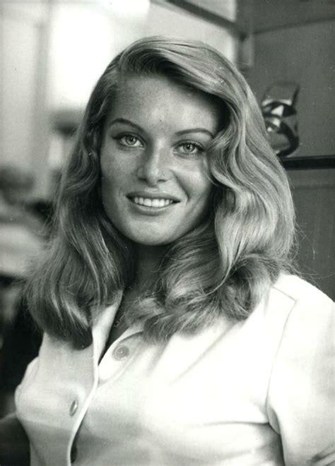 English Classic Blonde Bombshell: Glamorous Photos of ...
