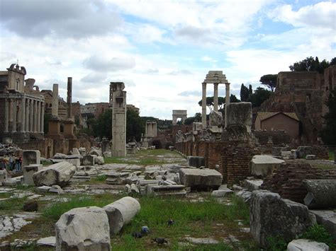 File:Ruins of Roman Forum.jpg