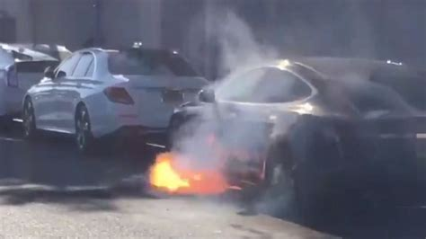 Tesla keeps silent while their cars keep catching on fire randomly, no recall in sight ...