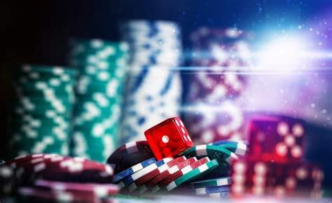 Играть на деньги ПлейФортуна казино могут только совершеннолетние пользователи