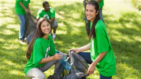 Helping Yourself by Helping Others | Guideposts