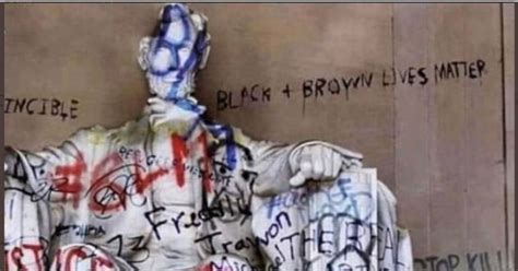 Is This a Photo of the Lincoln Memorial After Being Defaced by Protesters?