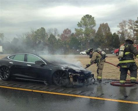 Tesla's 3rd Model S Fire Adds to Maker's Woes | TheDetroitBureau.com
