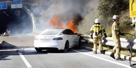 Tesla Model S fire vs 35 firefighters - watch impressive operation after a high-speed crash ...