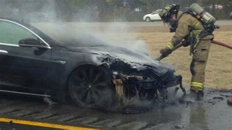 Tesla swings by DEF CON in search of car hackers to secure the Model S - ExtremeTech