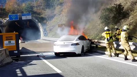 Tesla catches fire after Crash - YouTube