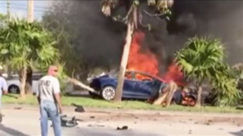Florida man dies after his Tesla Model S crashed and caught fire - Business Insider