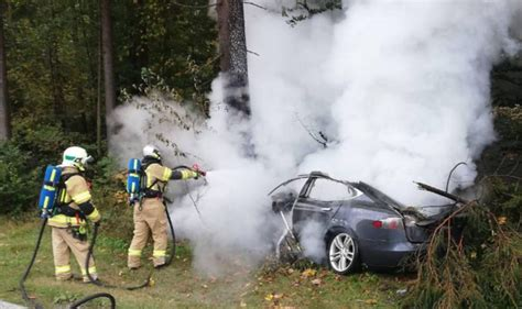 """Tesla Fire Required 11 Tons of Water and """"Special Container"""" for Remains; Still a Fire Hazard 3 ..."""