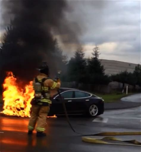 Tesla Model S Caught Bruning on Video - Fire Likely Helped Tesla Stock To Drop - Legit Reviews