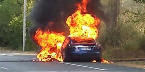 """Tesla Model S battery bursts into flames, car """"totally destroyed"""" in 5 minutes 