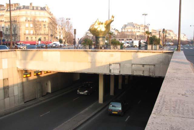 File:Alma flamme de la Liberté + tunnel.jpg - Wikimedia ...